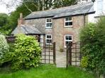 LOWER TOWN COTTAGE, near beaches, with a garden, near St Keyne, Ref 16673
