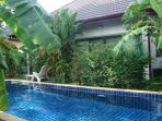 5min to Nai Harn beach. Doubles, garden & 13m pool