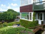 RIVERSIDE, welcoming apartment with river views, off road parking, and garden, in Grassington, Ref 19135