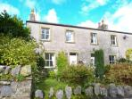THE COTTAGE family-friendly cottage, WiFi, opposite village green, near to Settle in Langcliffe Ref 19042