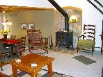 Wonderful Value-Priced Condo - Close to Shops and Restaurants (1324)