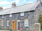 RHYDLOEW, cosy, Grade II listed cottage with mountain views in Llanuwchllyn, Ref. 18728