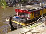 Friendship - cheap houseboat on city center canal