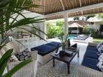 Umah Di Desa III - 3 Bed pool villa in Batubelig