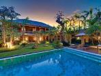 Villa Kinara - Spacious Villa close to Petittenget beach and 5 minute walk to nightlife