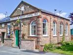 THE NEW CHAPEL, quality property, woodburner, en-suites, near to Hornsea, Ref 8409