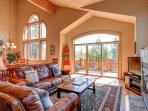 Spacious getaway with beautiful mountain views, lake and golf course nearby - Eagles Nest Home