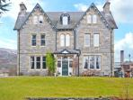 SUIDHE LODGE, impressive property for groups, open fires, hot tub in Kincraig Ref 22429