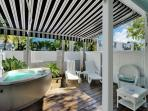 'HONEYMOON HIDEAWAY'  Romantic Getaway Spot For Two - Private Hot Tub