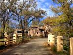 Rancho Gallina- historic eco-ranch w/cedar hot tub