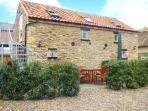UPSTAIRS DOWNSTAIRS COTTAGE, upside down accommodation, off road parking, patio, in Snainton, Ref 13914