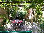 Rome with a Garden! Delightful 1 Bedroom Apartment with Private Garden in Historic Trastevere