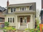 Classic Urban Home Close to University of Washington- Sea to Sky Rentals!