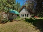 Cozy, private retreat one mile from Payette Lake!