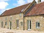 THE LONG BARN, en-suite facilities, two woodburners, beautiful views, near Goathland, Ref 22014
