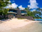 Amaranth 2, Ultimate Beach-Front Apartment in Grand Bay.