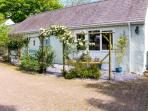 THE DUCK HOUSE, pet friendly, country holiday cottage, with a garden in Wolfscastle, Ref 4351