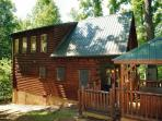 Cabin in between Gatlinburg and Pigeon Forge Falcon Crest 2911