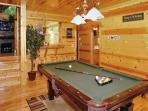 Cabin rental with Pool Table