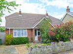YAR COTTAGE, fantastic location, great family cottage, enclosed garden, in Yarmouth, Ref. 24050