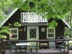 Remodeled 3BR/1BA Mountain Top, Lake House Chalet