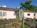 Y FFOS, single-storey cottage, country views, close walks, cycling, Builth Wells Ref 21887
