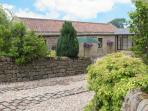 WELL BARN COTTAGE, all ground floor, romantic retreat, WiFi, Grade II listed, near Ripley, Ref. 26704