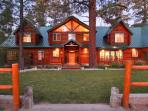 Timber Lodge - On Over 3.5 acres! Spa! Pool Table!