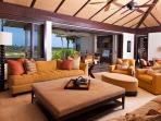 Four Seasons Luxury 3BD Waiulu Villa, Upper Level, Flawless and Chic with Incredible Views