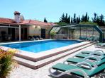 8 BEDROOMS COUNTRY VILLA WITH COVERED HEATED POOL