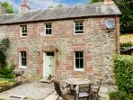 BLOSSOM COTTAGE, WiFi, dogs welcome, woodburner, lovely rural location near Dunkeld, Ref. 27707