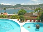 ACA - COL05 Amazing bay views in a casual, Tropical setting.  Great for families or friends!