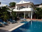 Amazing Two Bedroom Villa (A) 2 Blocks From Beach