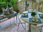 CHARMING Bungalow.... 3 blocks from FAMOUS 5th Ave