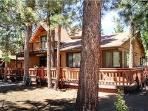Fenced yard, Large cozy cabin, Chefs kitchen --- l