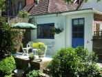 Overglen Court - A beautiful double bedroom garden annex near Petersfield