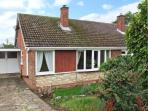 ORTON VIEW, pet-friendly, single-storey cottage, woodburner, off road parking, garden, near Kinver, Ref. 21612.