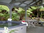 Hot Tub, Fireplace, Privacy and No Cleaning Fees!