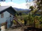 Blue Sky Mountain Retreat. Mountain View. Wood Burning FP. FENCED YARD!!!PLAY AREA FOR CHILDREN.