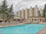 Great Amenities and a Ski In Ski Out Location - Shopping, Restaurants, Trails right outside (5765)