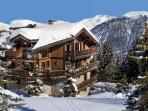 Chalet Tsuga - Le Kilimandjaro, Ski-In Ski-Out Beauty with WiFi and Home Theatre