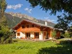 Stylish Chalet Sanaz with sunken jacuzzi on the terrace & easy access to Chamonix town