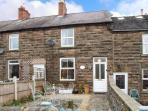 4 ECCLESBOURNE COTTAGES, family and pet-friendly, roll-top bath, walks and cycle routes nearby, in Wirksworth, Ref 25544