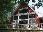 Year round Lake Champlain cottage situated on the Southern tip of South Hero Island