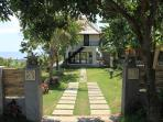 Jambu house: peaceful and idyllic setting with stunning views over the sea and the rice fields!