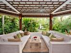 Gorgeous, spacious villa w pool 5 mnt from Echo Be