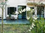 Cozy lovely apartment with spacious private garden