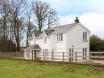 THE LODGE, quality cottage, open plan living, access to parkland, Burton-in-Kendal Ref 903929