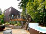 'Summerwood' Sun-drenched, quiet, stunning home! HotTub, Decks, Canyon Views!