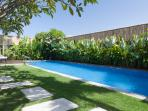 Beautiful Villa, Glistening Pool, Best Location!